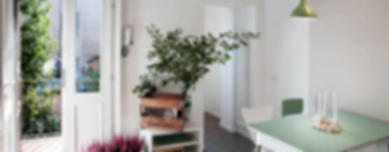 casa di ringhiera marta novarini architetto Soggiorno moderno
