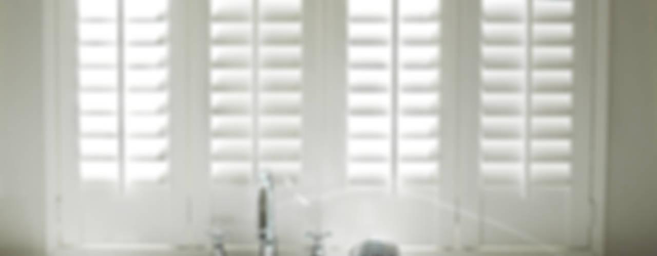 Banheiros clássicos por Inhuisplaza b.v. Clássico