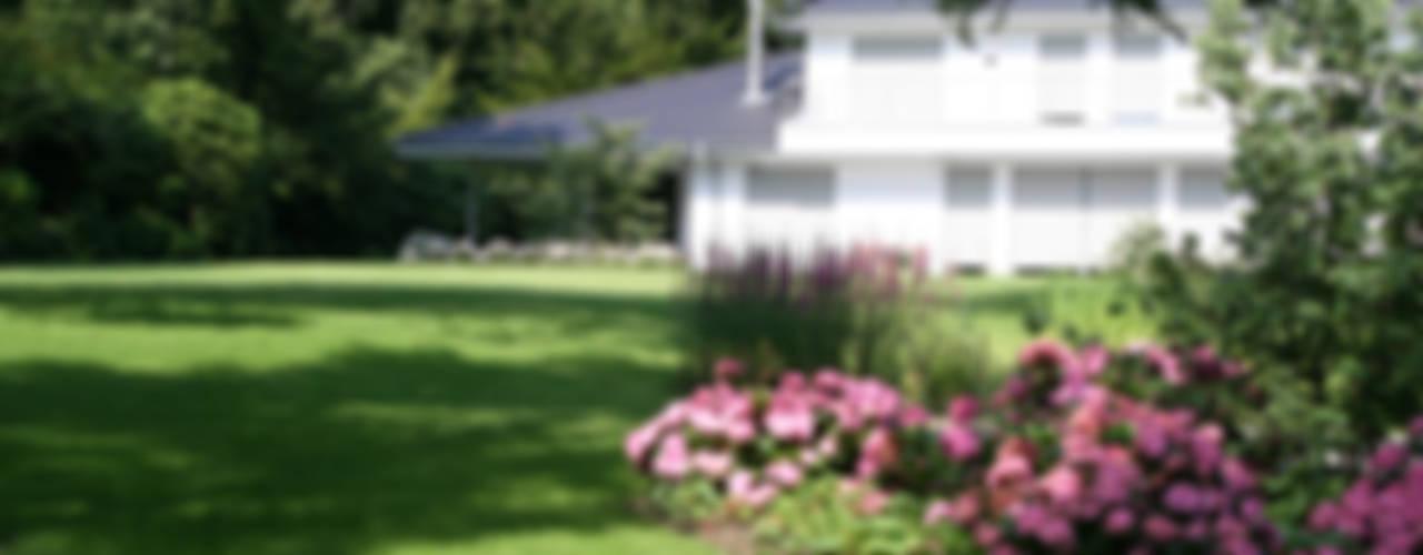 Großzügiger Hausgarten Moderner Garten von Grünplanungsbüro Jörg baumann Modern