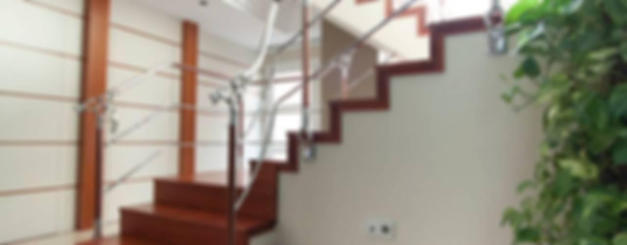 Corredores e halls de entrada  por MUDEYBA S.L.,