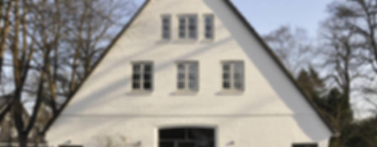 Umbau und Sanierung eines Fachhallenhauses Minimalistische Häuser von BUB architekten bda Minimalistisch