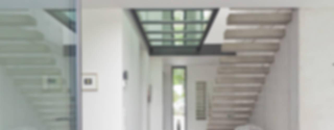 Moderne gangen, hallen & trappenhuizen van Beck+Blüm-Beck Architekten Modern