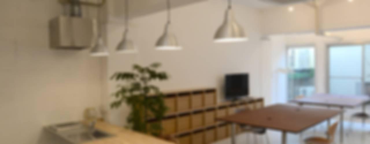 若竹ビル の シェアオフィス: SHUSAKU MATSUDA & ASSOCIATES, ARCHITECTSが手掛けたキッチンです。,モダン