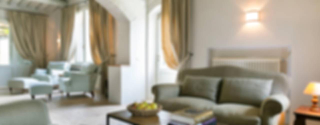 Gaiole in Chianti, Toscana Soggiorno in stile rustico di Arlene Gibbs Décor Rustico