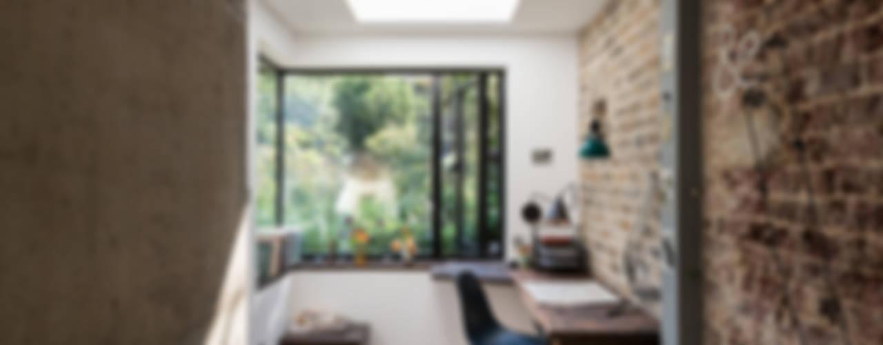 Estudios y oficinas de estilo  por MW Architects