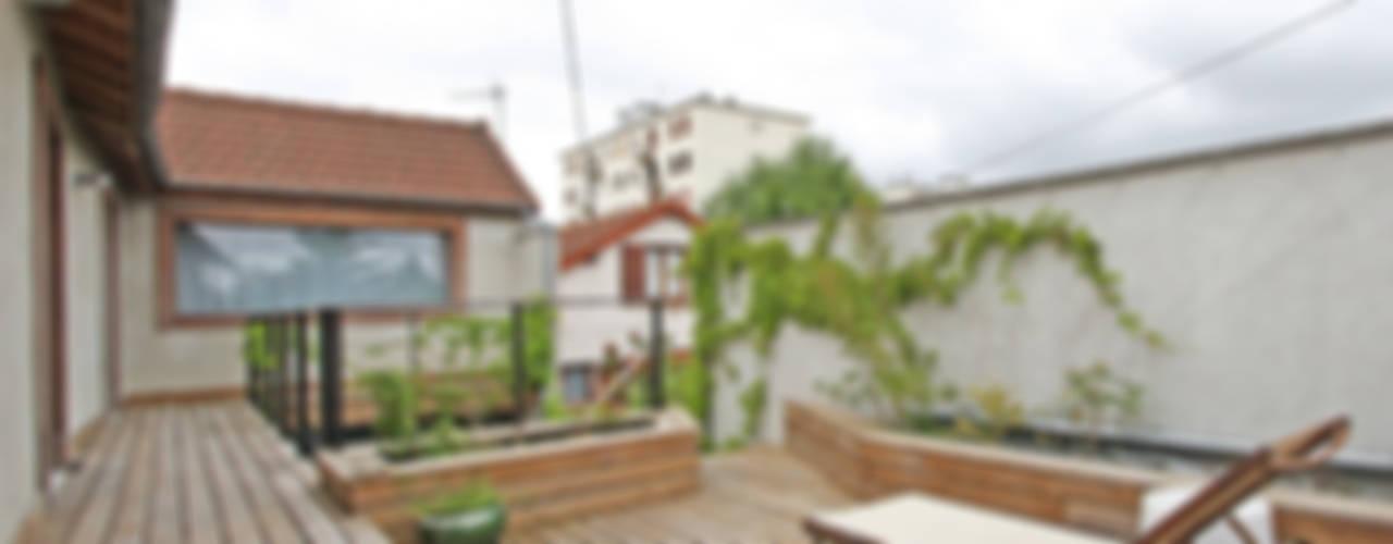 Pavillon transformé en loft Balcon, Veranda & Terrasse originaux par BuroBonus Éclectique