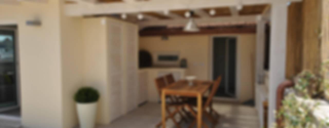 Attico quartiere ostiense, zona gazometro - Roma Balcone, Veranda & Terrazza in stile minimalista di Formaementis Minimalista