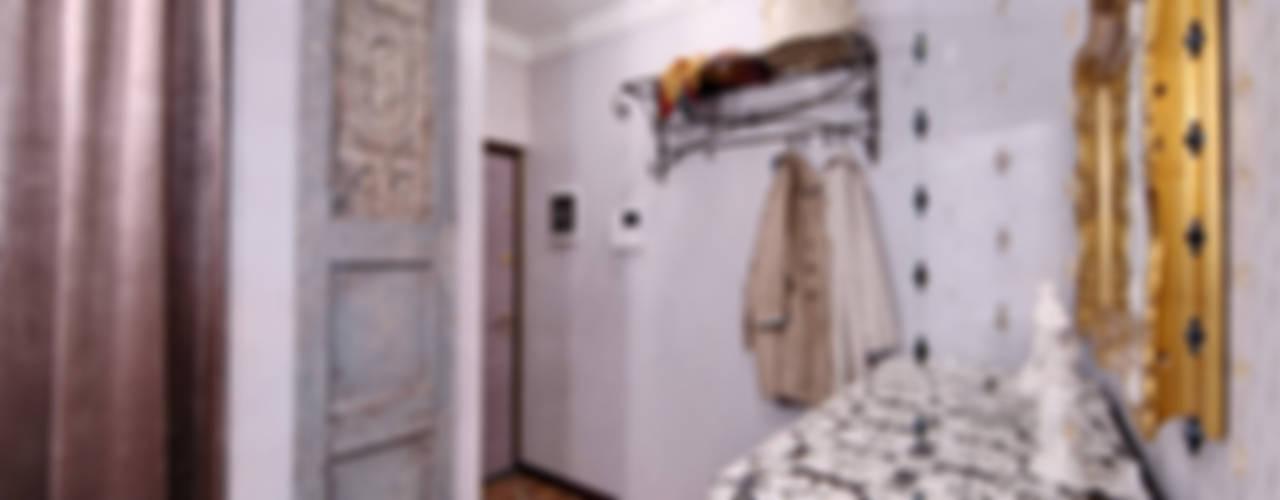 Очарование старой Москвы Коридор, прихожая и лестница в рустикальном стиле от Порядок вещей - дизайн-бюро Рустикальный