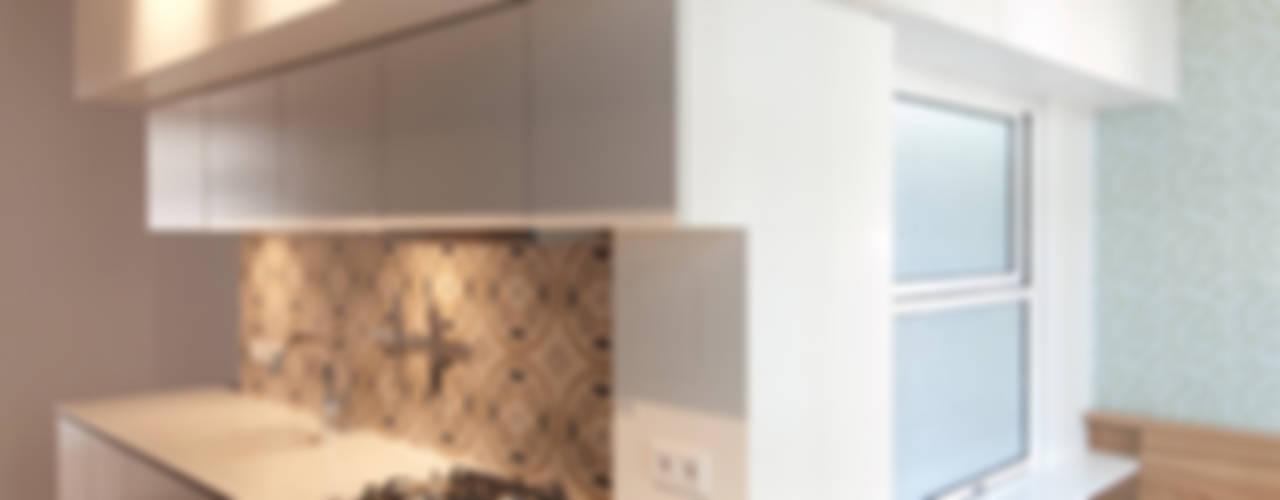 """Ein """"Kubus"""" schafft neue Räume Moderne Küchen von Eyrich Hertweck Architekten Modern"""
