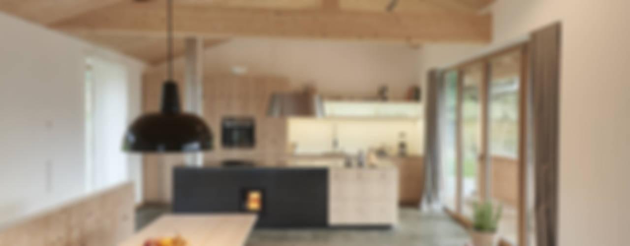 Haus in den Bergen Moderne Esszimmer von peter glöckner architektur Modern