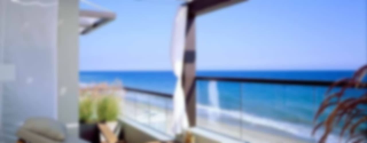 Modern Australian Beach Style Home Balcone, Veranda & Terrazza in stile tropicale di Bella life Style Tropicale