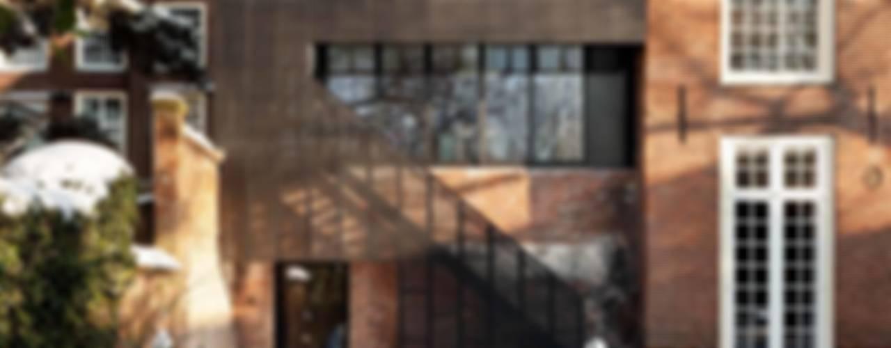 Casas de estilo  por Mirck Architecture