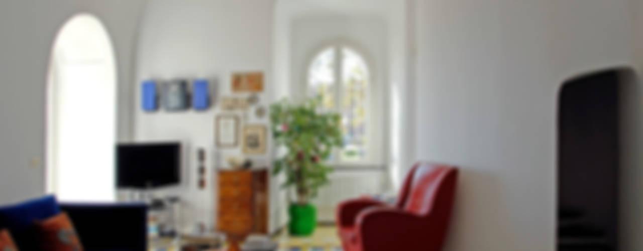 Phòng khách phong cách Địa Trung Hải bởi Sergio Prozzillo Ass.ti Địa Trung Hải