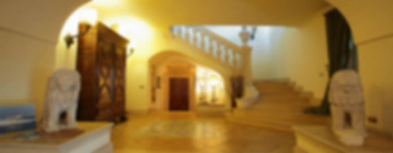 La Dimora di Valverde Ingresso, Corridoio & Scale in stile classico di Architetto Giuseppe Prato Classico