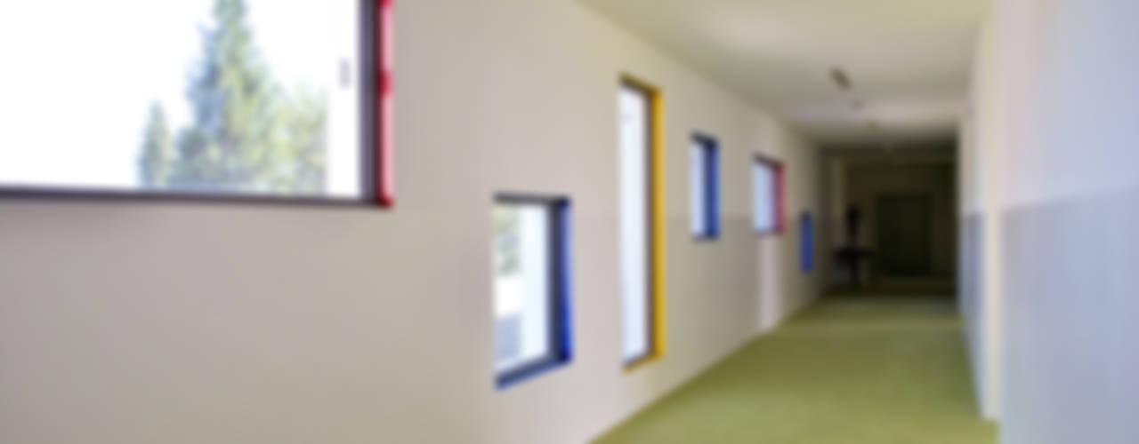 Nuova Ecoscuola a Scarmagno: un progetto di comunità: Scuole in stile  di Studio FFwd-Architettura
