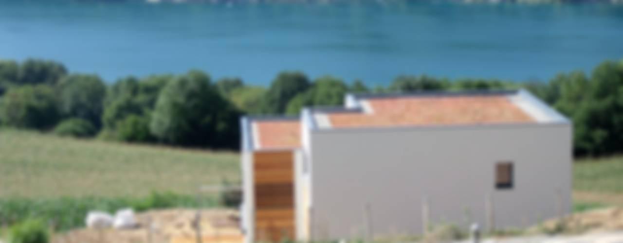 Maison dominant le lac de Paladru Isère Maisons minimalistes par Bak'erige Minimaliste