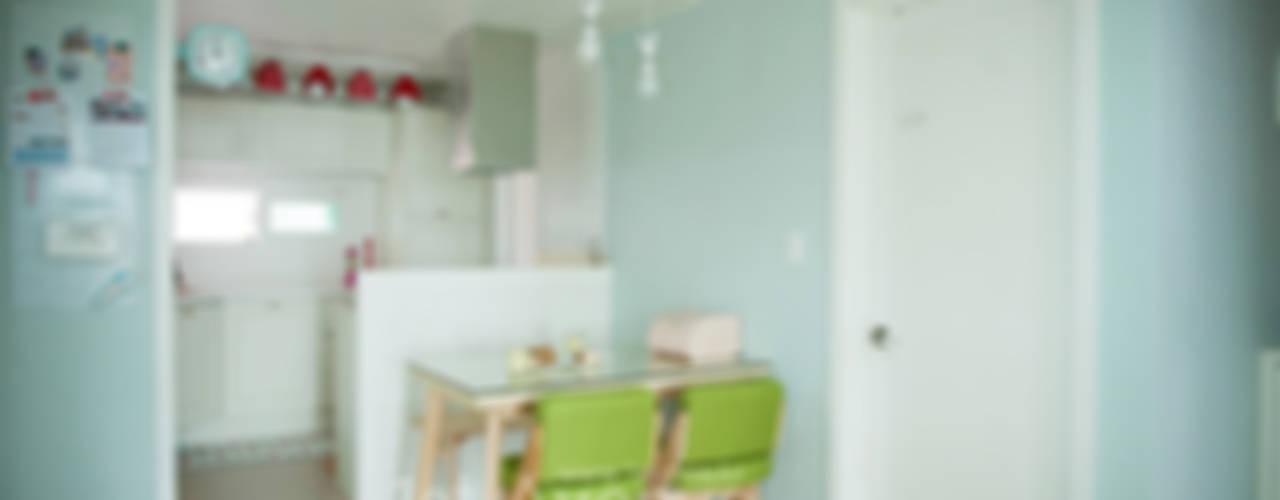 엄마의 사랑이 피어나는 러블리 하우스 지중해스타일 주방 by 퍼스트애비뉴 지중해
