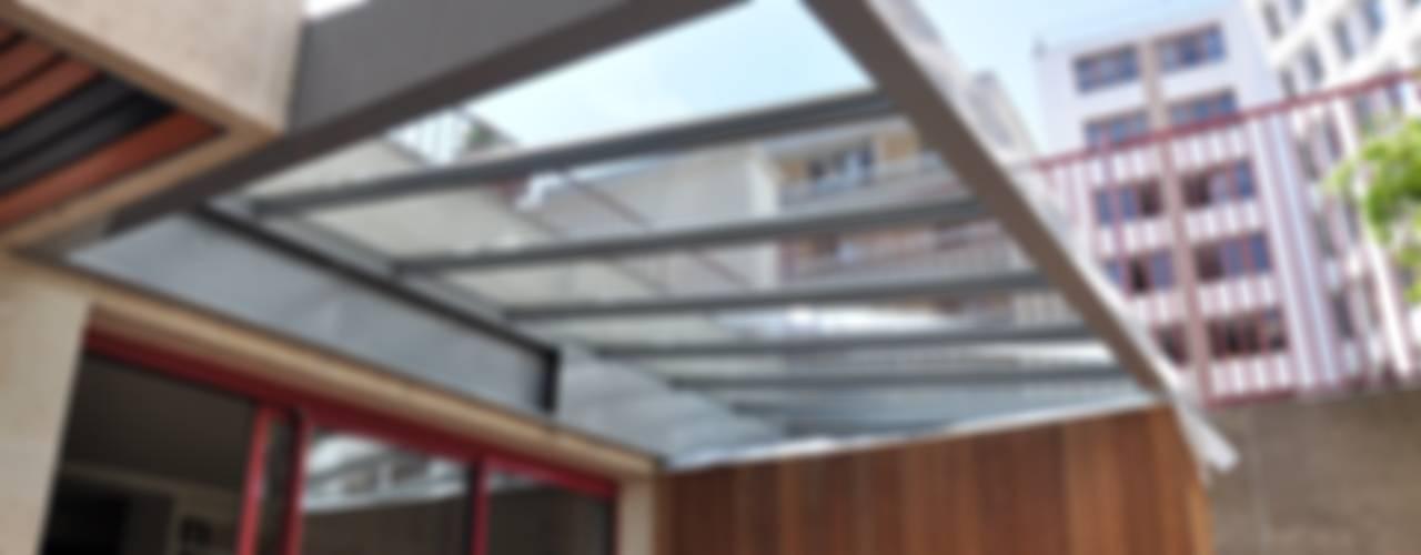 S'ouvrir à la Nature , à la Lumière et à l'espace Balcon, Veranda & Terrasse minimalistes par LA TRAVERSE architecture Minimaliste
