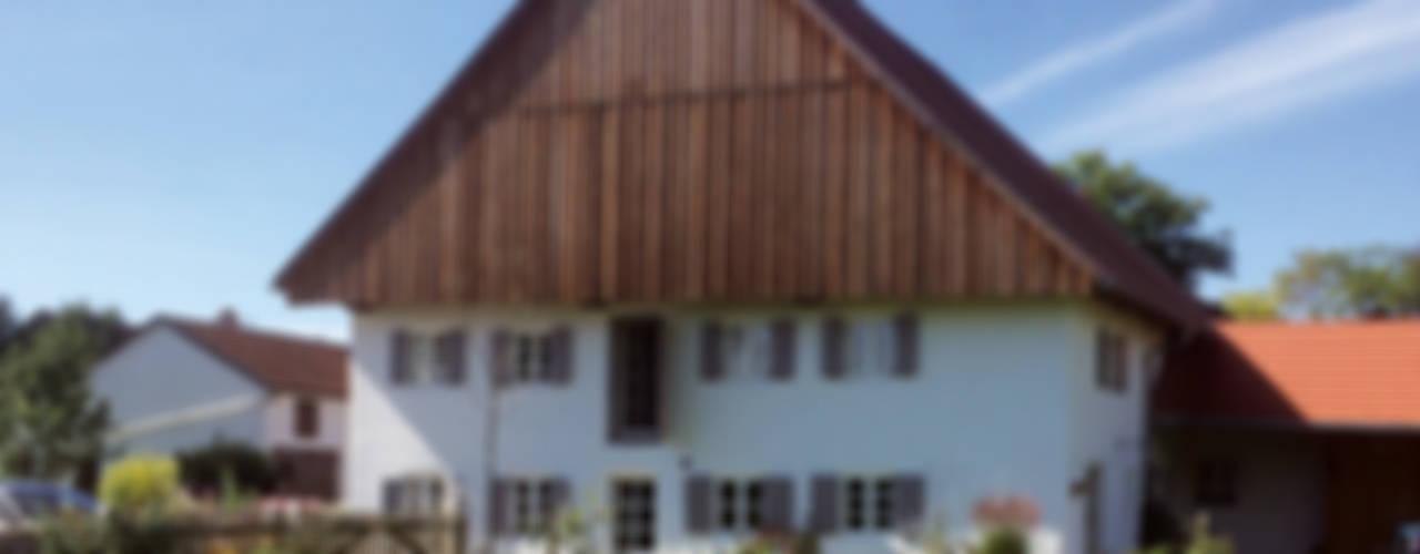 Sanierung und Umbau denkmalgeschütztes Bauernhaus Landhäuser von heidenreich architektur Landhaus