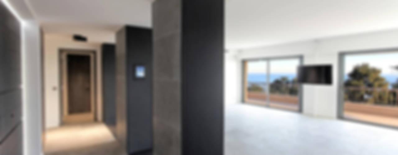 Appartement à Cannes Salon moderne par BARONBARON Moderne