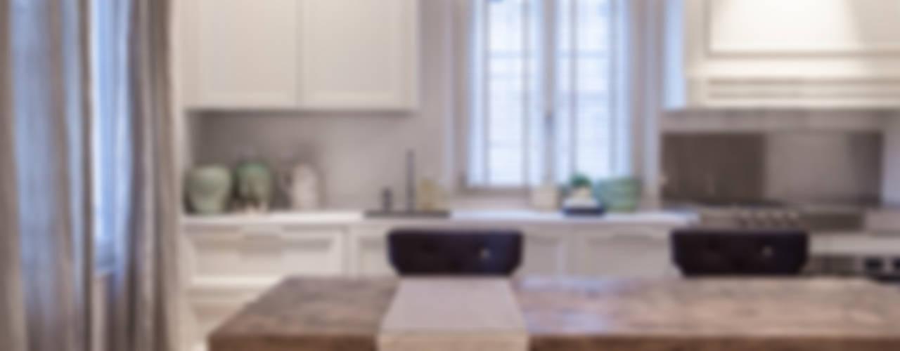 Quattro piani Primi Novecento Cucina in stile classico di Lucia Bentivogli Architetto Classico