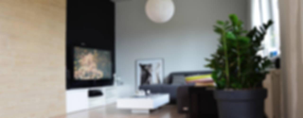 Realizacja projektu salonu i kuchni w domu jednorodzinnym Eklektyczny salon od STUDIO MAC Eklektyczny