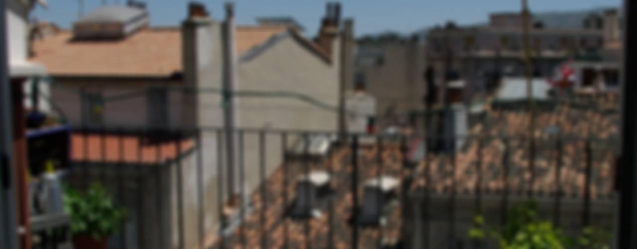 Terrasse urbaine / Toits de Marseille Balcon, Veranda & Terrasse originaux par a.Calu Paysagiste concepteur Éclectique