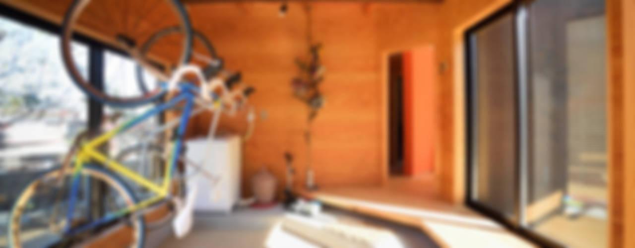 Garajes de estilo minimalista de 長井建築設計室 Minimalista