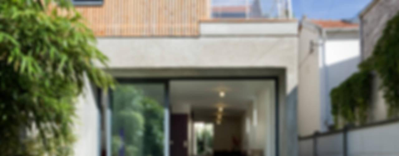 Pavillon cherche lumière Maisons modernes par anne rolland architecte Moderne