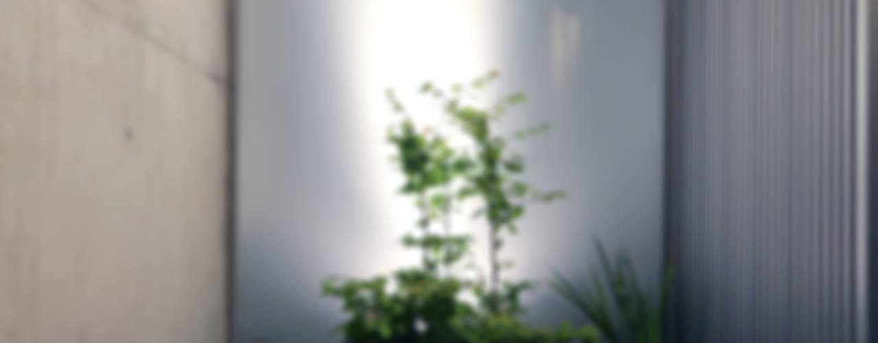 Jardines de estilo  por 髙岡建築研究室