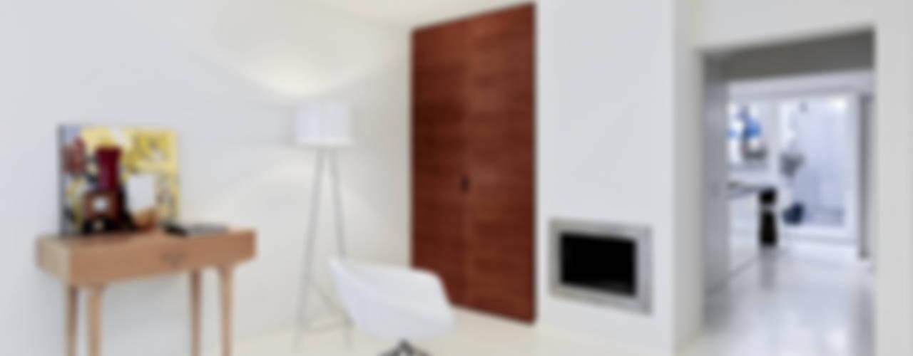 RIQUALIFICAZIONE DI UN LOTTO GOTICO Ingresso, Corridoio & Scale in stile minimalista di STUDIO DI ARCHITETTURA LUISELLA PREMOLI Minimalista