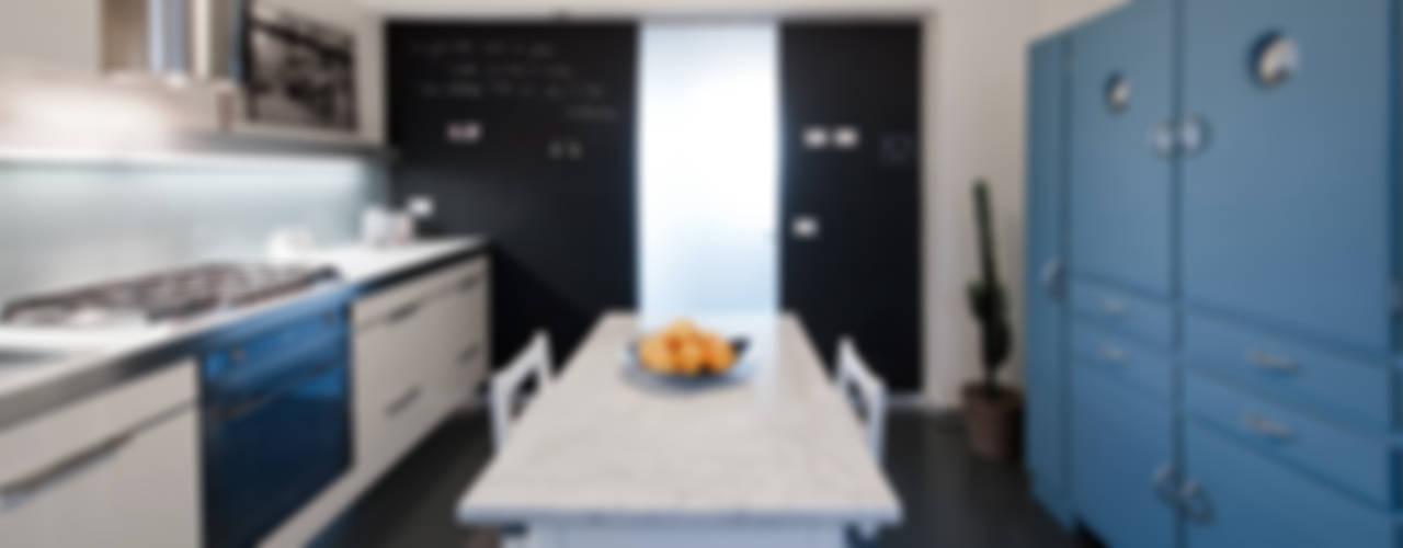 Appartamento ad Ostiense - Roma Cucina moderna di Archifacturing Moderno