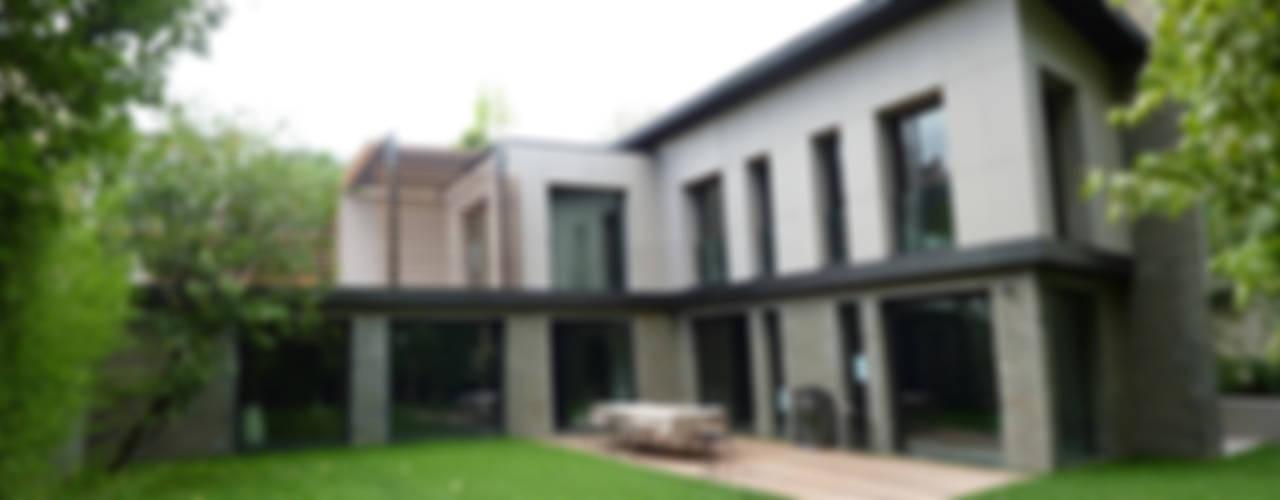 Restructuration d'une maison à Neuilly (92) Maisons modernes par L+R architecture Moderne