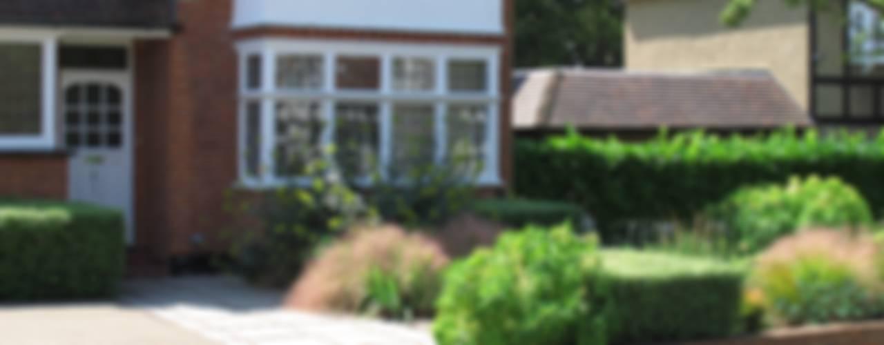 Contemporary Front Garden Jardines de estilo moderno de Fenton Roberts Garden Design Moderno