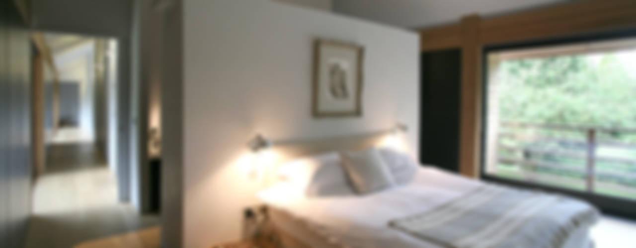 Cedarwood 에클레틱 침실 by Tye Architects 에클레틱 (Eclectic)