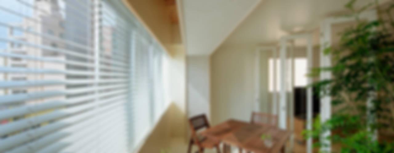 積窓居 Show Window House 北欧スタイルの 温室 の UZU 北欧