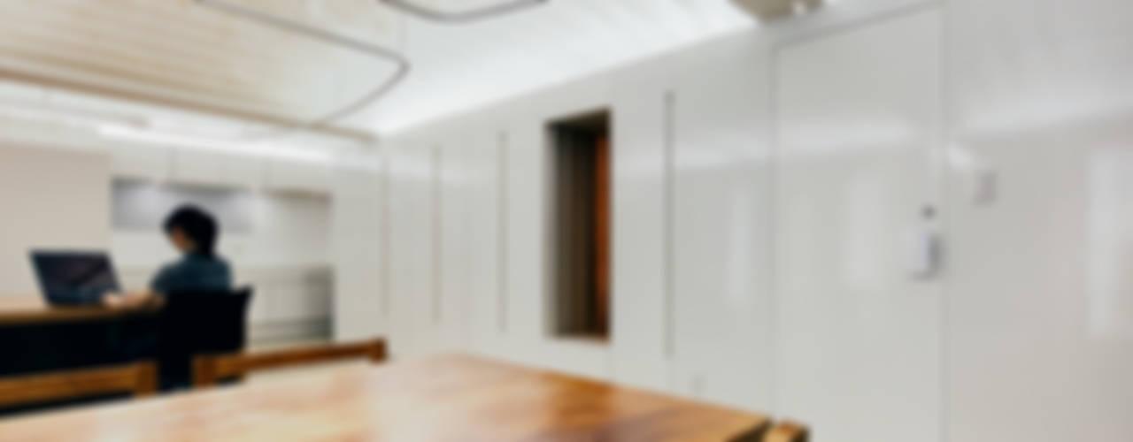 本香 Book Perfume: UZUが手掛けたオフィススペース&店です。,ミニマル