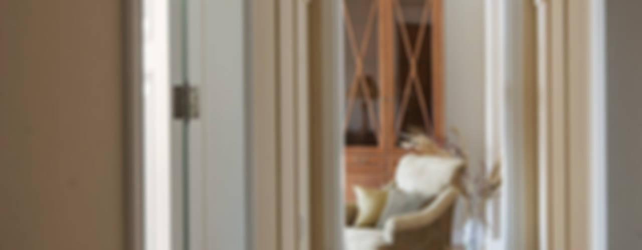 Квартира на Б.Ордынке: Коридор и прихожая в . Автор – COUTURE INTERIORS,
