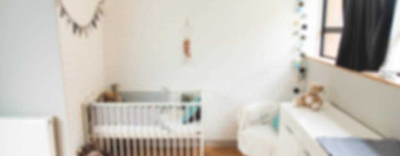 Loft Bagnolet: Chambre d'enfant de style  par Lise Compain