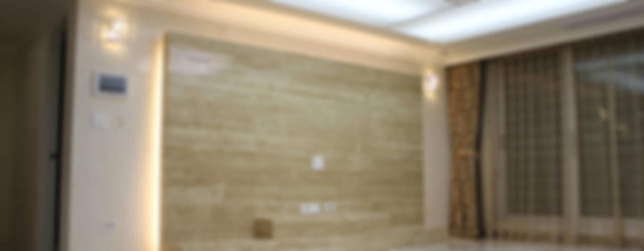 신개념 대리석마루 뉴이지스톤을 사용한 수원 광교 삼성래미안 아파트 리모델링: (주)이지테크(EASYTECH Inc.)의  거실