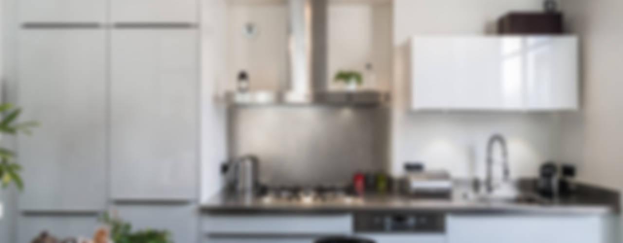 Dapur oleh Stellati Rénovation, Modern