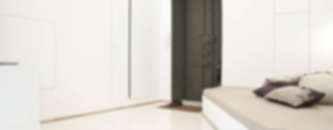 3 VAULTS Ingresso, Corridoio & Scale in stile minimalista di R3ARCHITETTI Minimalista