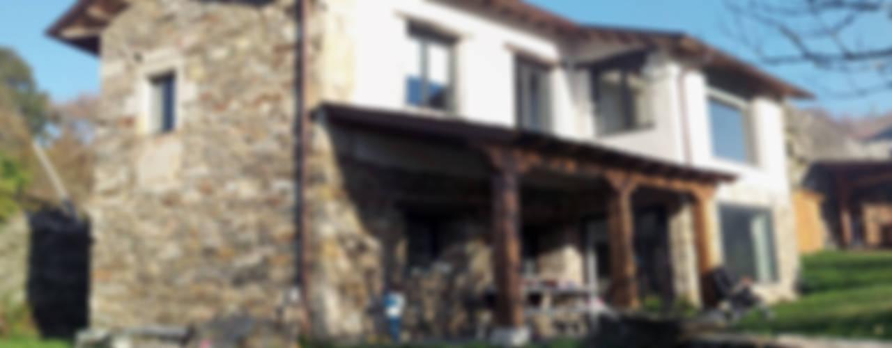 REHABILITACIÓN DE VIVIENDA UNIFAMILIAR EN TOURÓN Casas de estilo ecléctico de arquitectura SEN MÁIS Ecléctico
