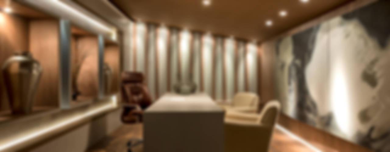 Loft de 250m² Escritórios modernos por Riskalla & Mueller Arquitetura e Interiores Moderno