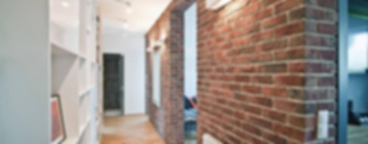 """Mieszkanie """"D"""" PRACOWNIA PROJEKTOWA JAGANNA Skandynawski korytarz, przedpokój i schody"""