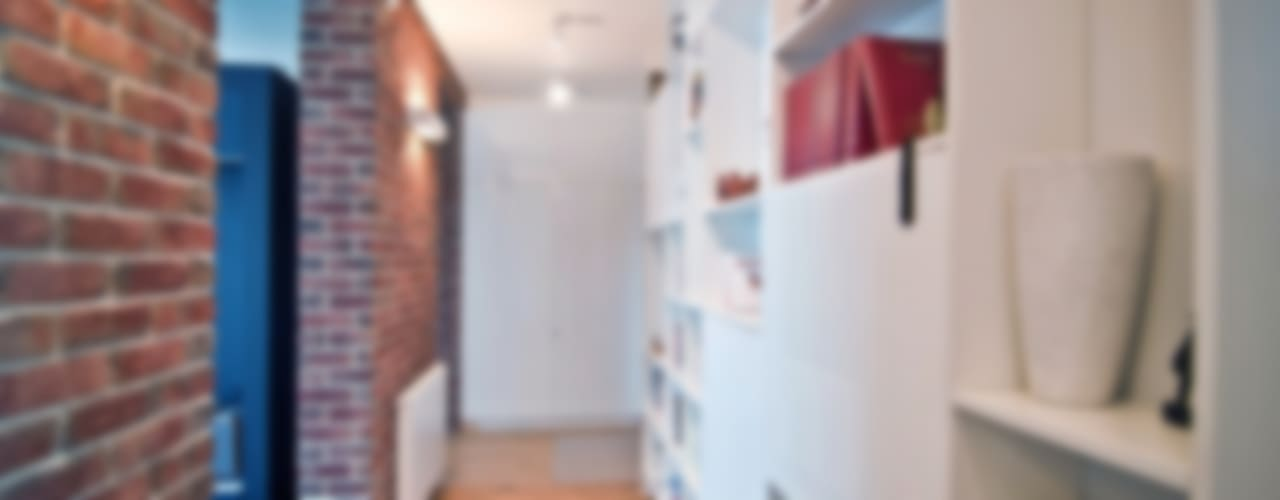 Pasillos, vestíbulos y escaleras de estilo escandinavo de PRACOWNIA PROJEKTOWA JAGANNA Escandinavo