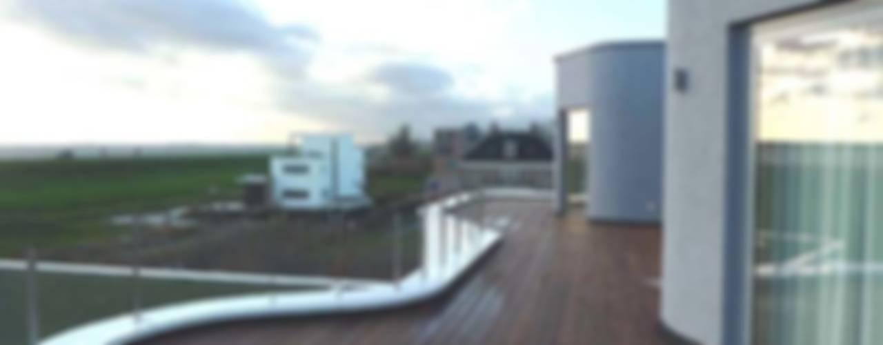 villa Almere Overgooi Moderne balkons, veranda's en terrassen van Florian Eckardt - architectinamsterdam Modern