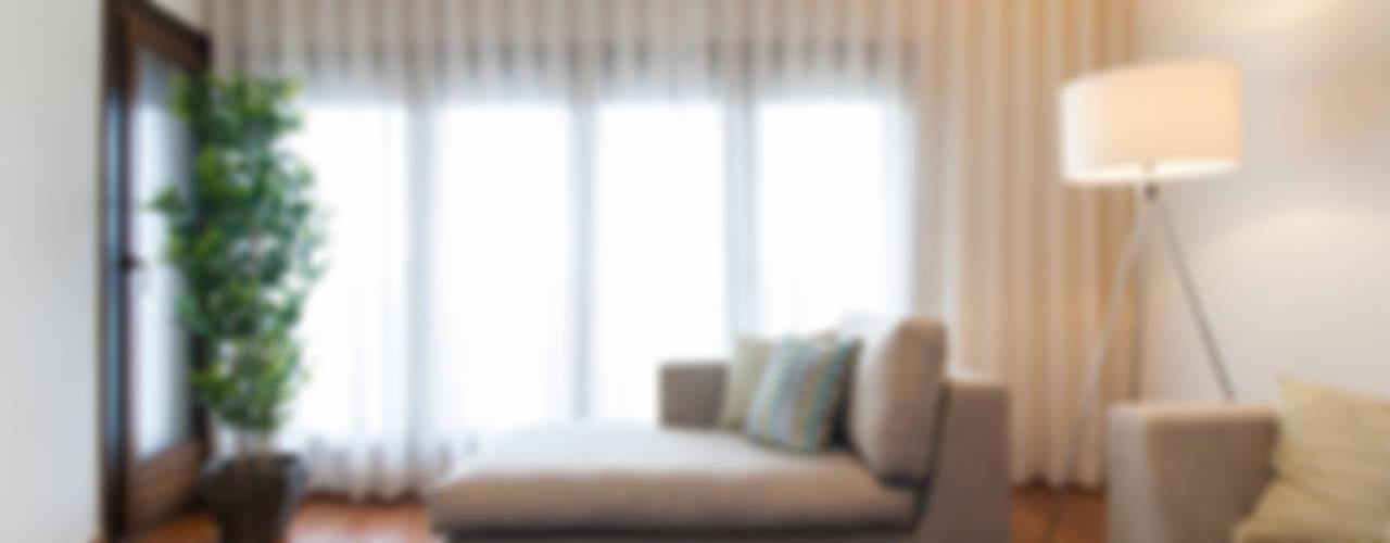 Salas / recibidores de estilo  por Traço Magenta - Design de Interiores