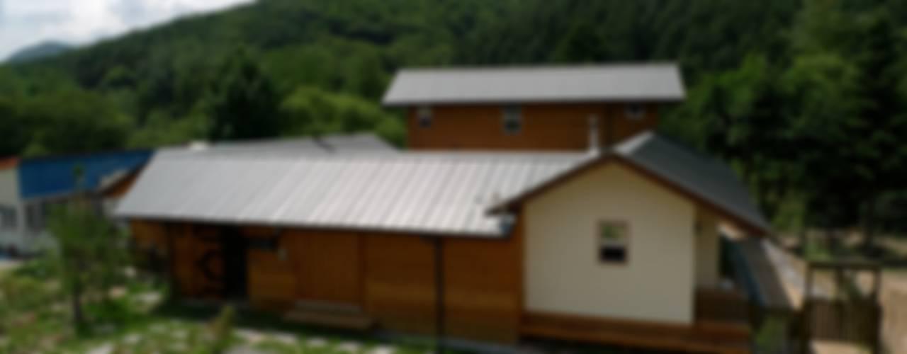 측면 파사드: a0100z space design의  주택