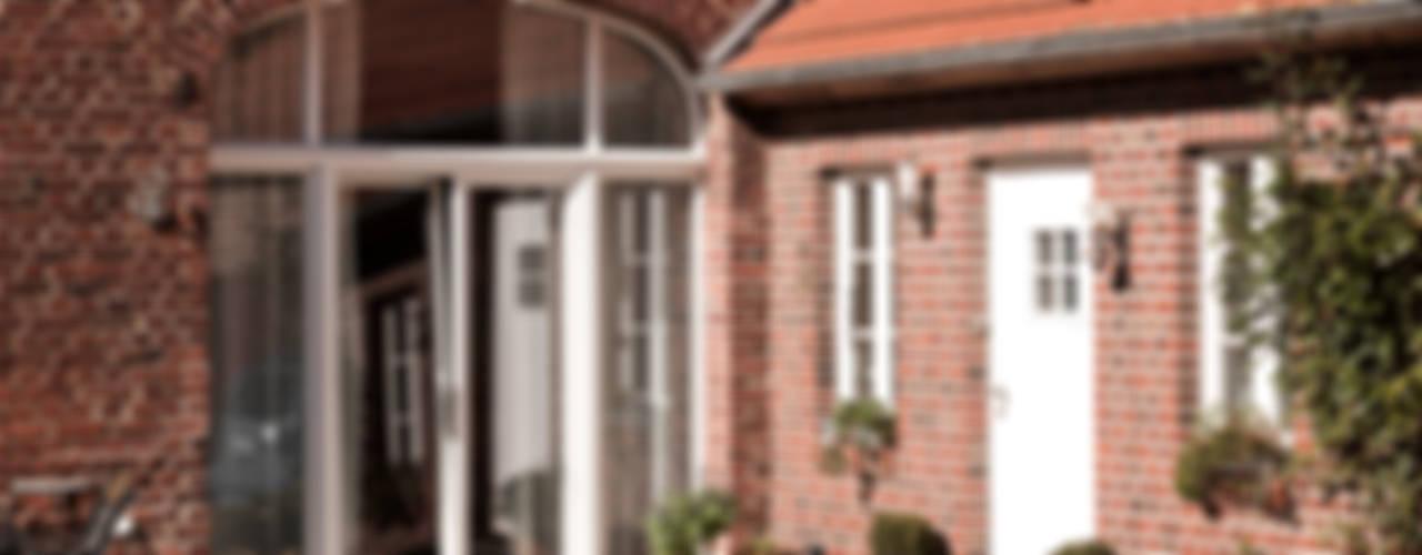Umbau | von der Scheune zum Wohnhaus Fenster & Türen im Landhausstil von Lecke Architekten Landhaus